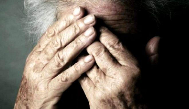 Doi bătrâni din Nalbant bătuţi de propriul fecior. Poliţiştii l-au potolit şi i-au dat interdicţie