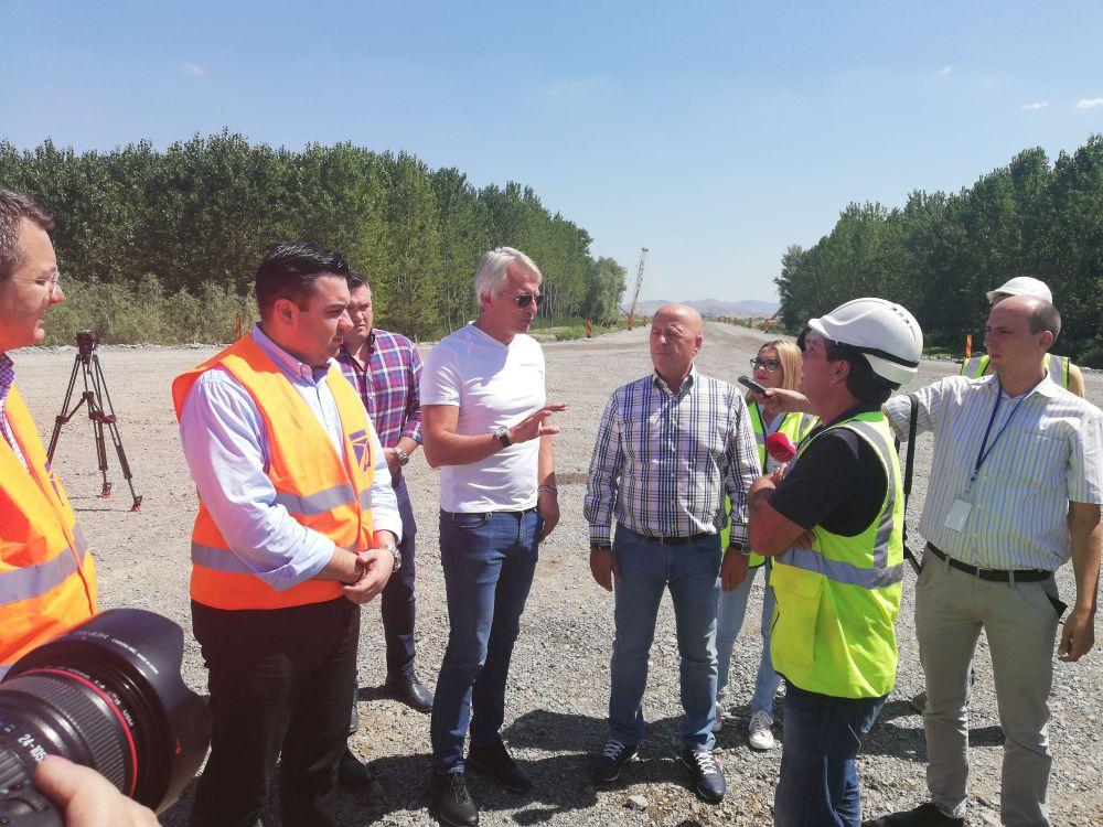 Miniştrii de la Transporturi şi Finanţe în vizită de lucru la podul Tulcea - Brăila