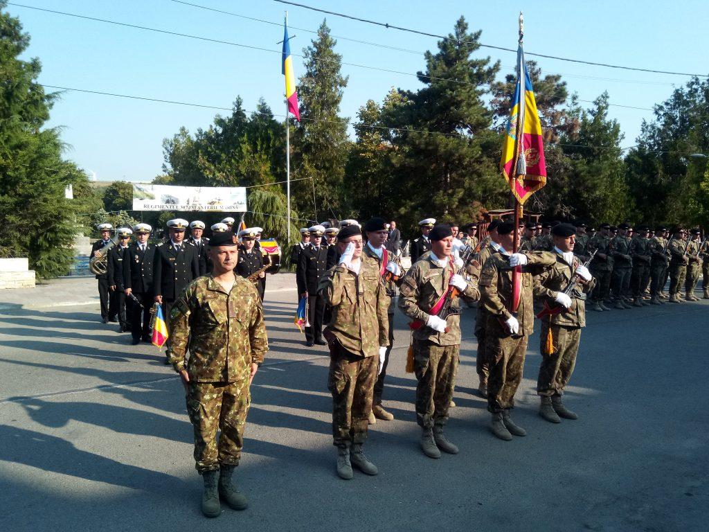 """Drapelul Regimentului 307 Infanterie Marină """"Heracleea"""" a primit Emblema de Onoare a Forţelor Navale"""