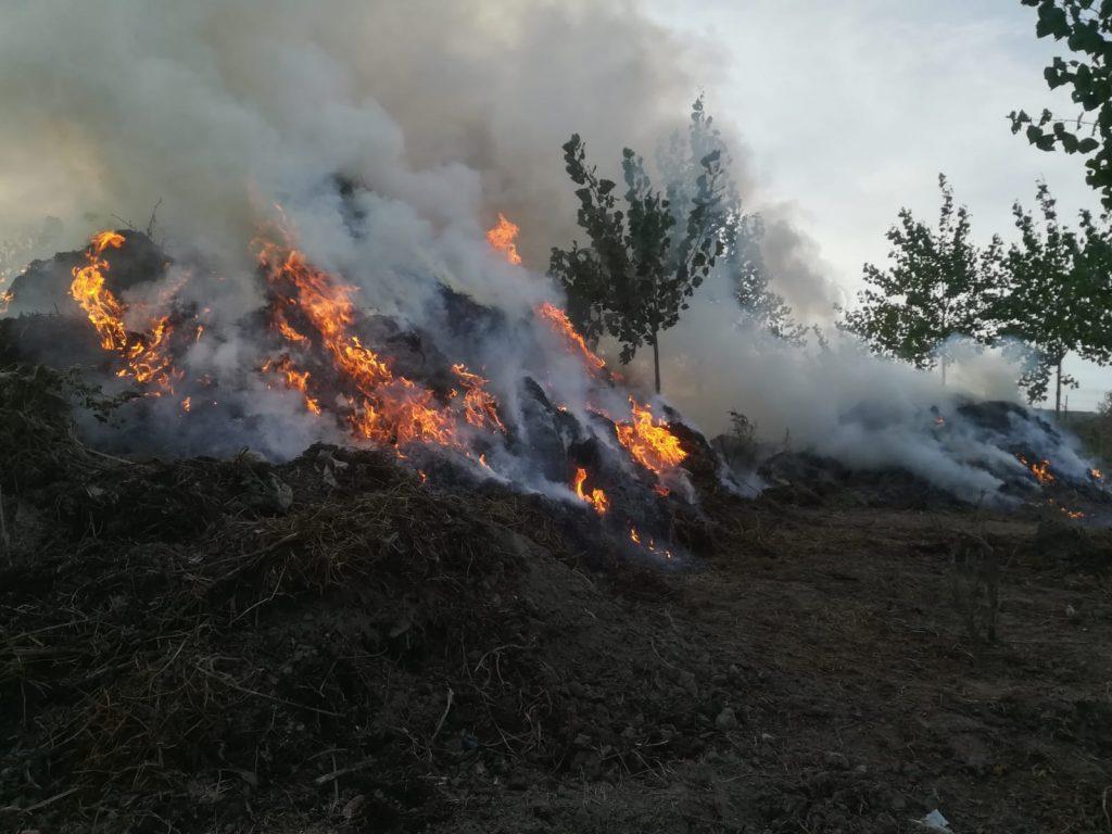Arde un depozit de furaje la Smârdan