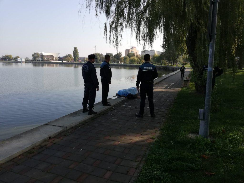 Cadavrul unui bătrân a fost descoperit azi dimineaţă în lacul Ciuperca