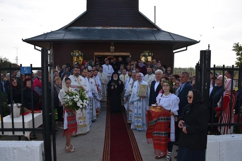 """Resfințirea bisericii ,,Sf. Împărați Constantin și Elena"""" din Panduru"""