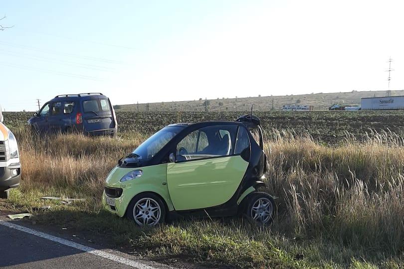 Accident cu două victime pe ruta Tulcea-Cataloi. O dubă a intrat în spatele unui autoturism