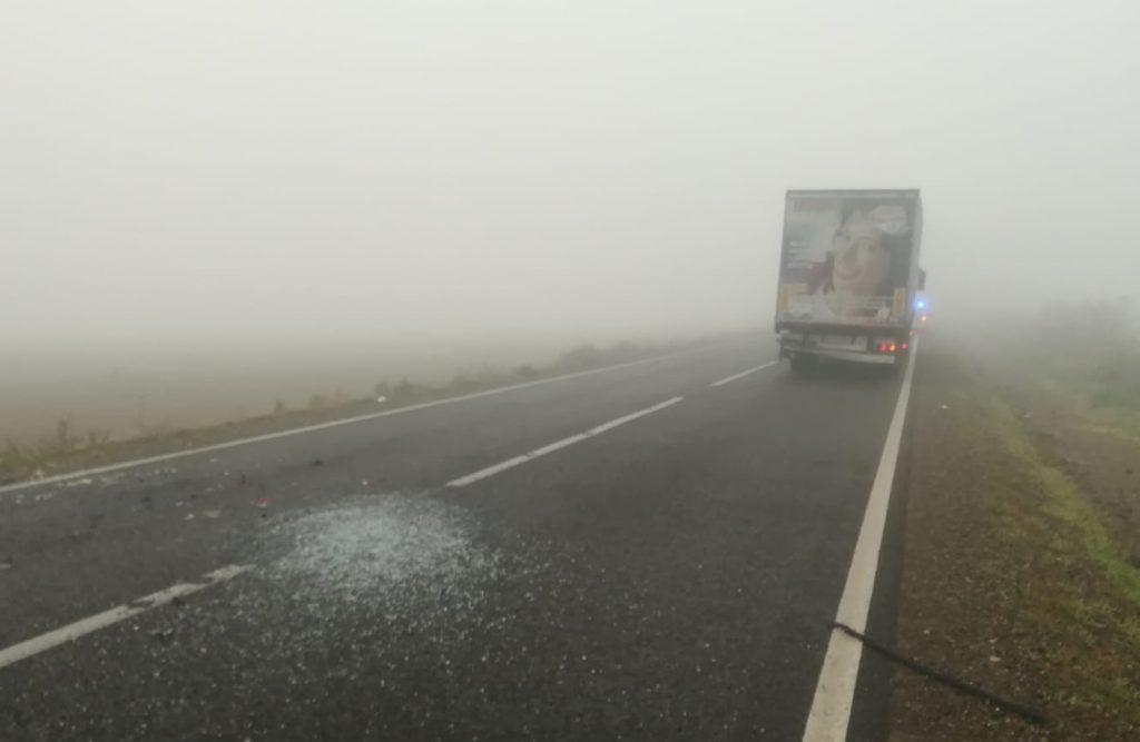 Accident rutier din cauza ceţii. Un om a ajuns la spital