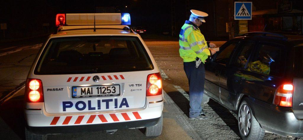 Șofer mort de beat, prins de polițiști conducând pe strada Bucovinei, după ce lovise o mașină