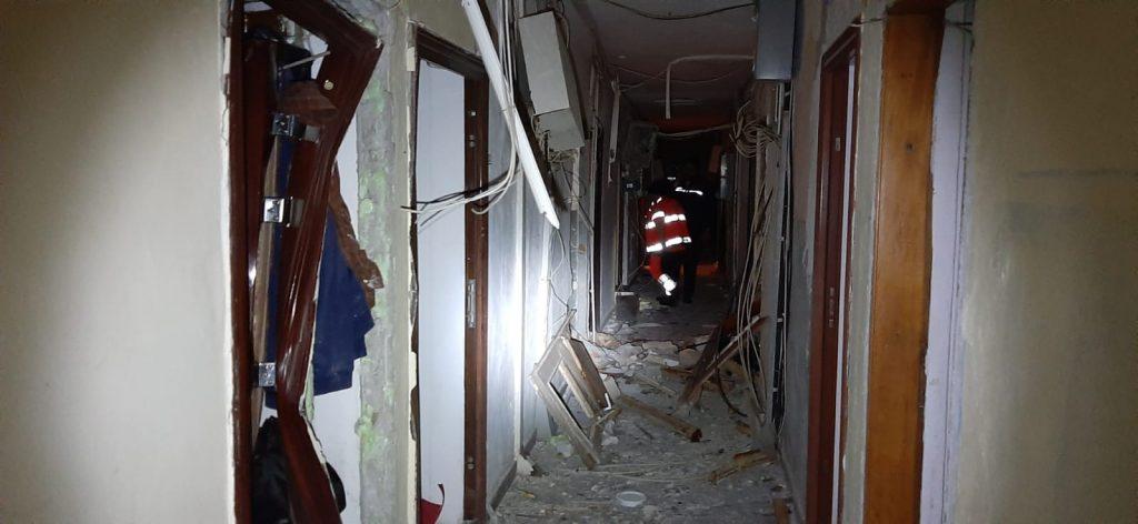 56 de garsoniere au fost afectate de explozie. Zeci de oameni au rămas momentan fără adăpost