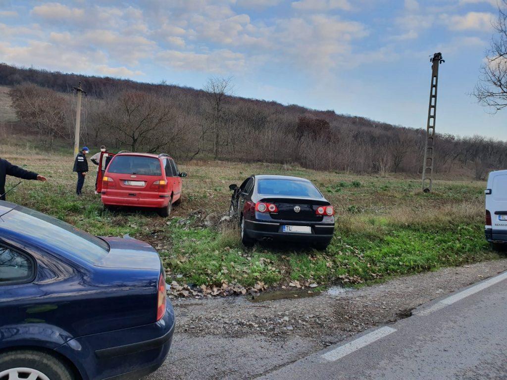 Trei maşini implicate într-un nou accident pe drumul spre Agighiol