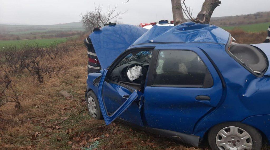 Accident între Jijila şi Garvăn produs de un tânăr de 19 ani, care a ajuns la spital