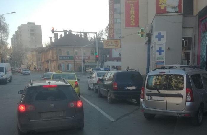 Majoritatea şoferilor sunt nemulţumiţi de semafoarele din Piaţa Nouă. Felicitări, Hogea!