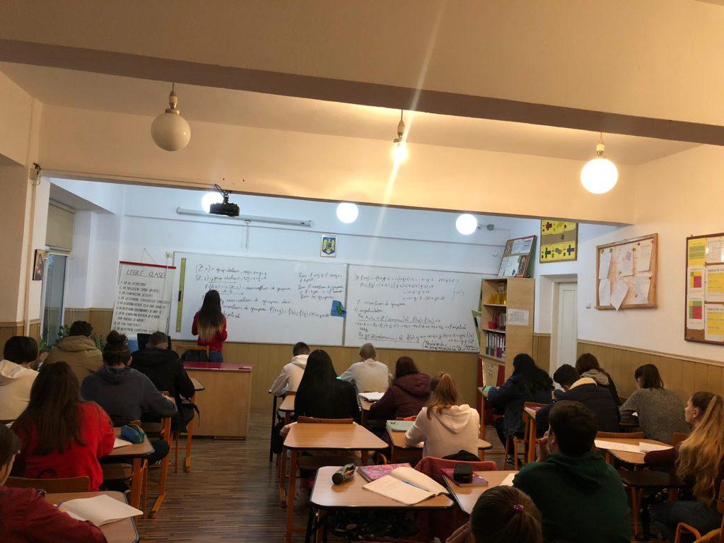 """Proiectul """"Împreună pentru o şcoală de succes"""" la liceul Ion Creangă"""