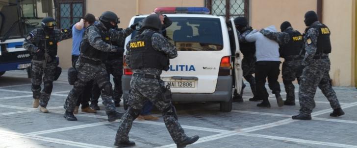 Doi proxeneţi din Măcin au fost arestaţi pentru trafic de minori şi obligarea practicării prostituţiei