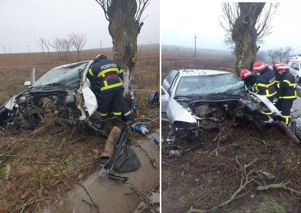 Accident rutier la intrarea în pădurea Babadag. Două persoane descarcerate