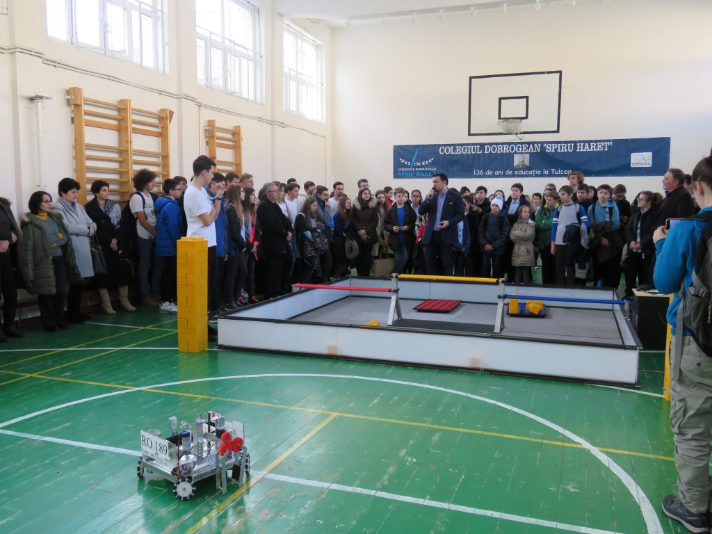 """A fost inaugurat laboratorul de robotică """"Ion Adamache"""" de la Colegiului Dobrogean """"Spiru Haret"""""""