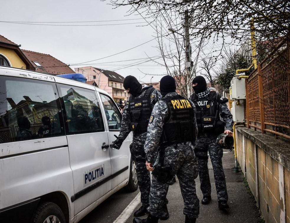Trei tulceni arestaţi pentru trafic de droguri, la Tulcea! Ei vindeau drogurile tinerilor din oraş!