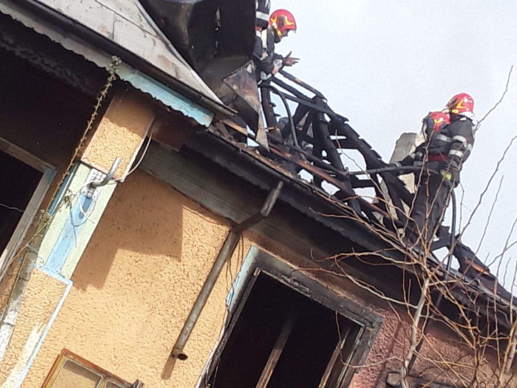 O casă a fost distrusă de flăcări la Jijila
