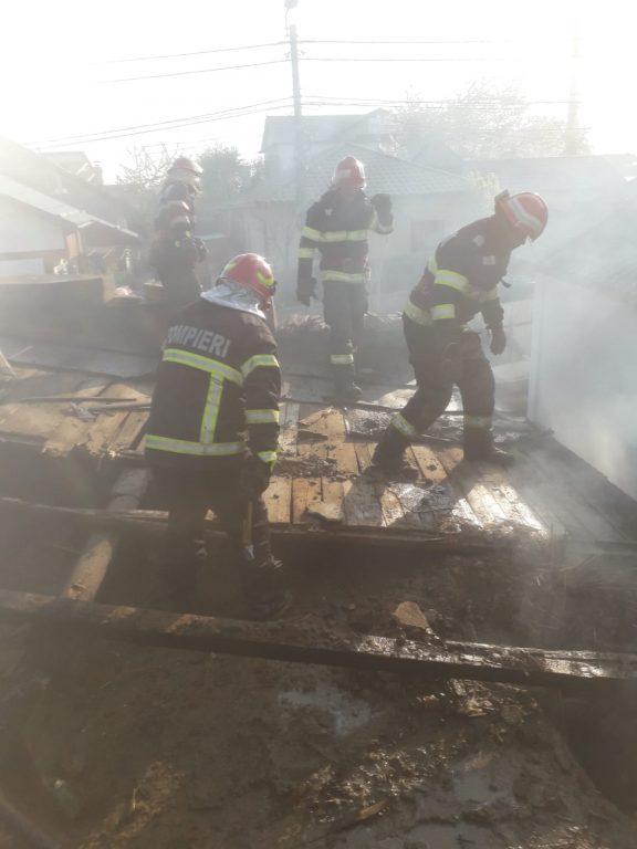 Boschetarii au dat foc unei case de pe Alexandru cel Bun