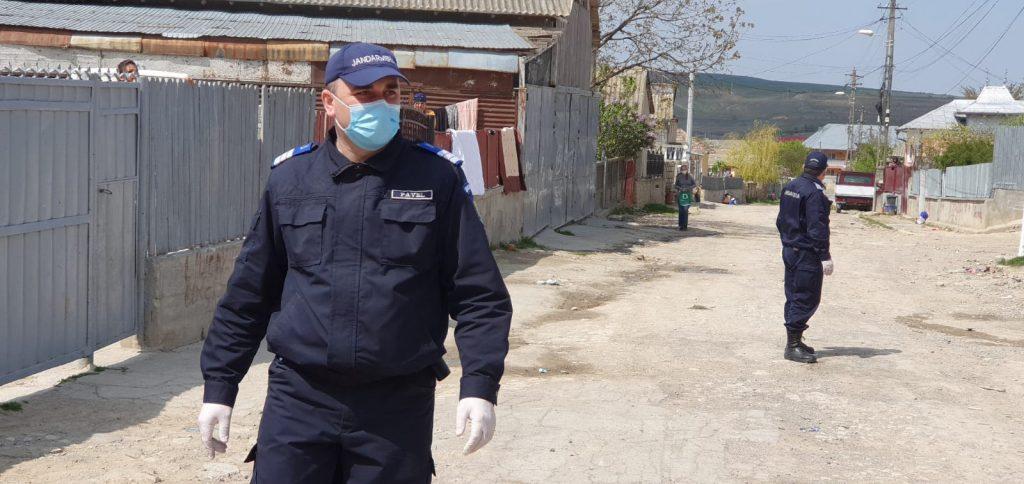 Rromii horahai din Babadag fug din carantină. Jandarmii îi prind și le fac dosare penale