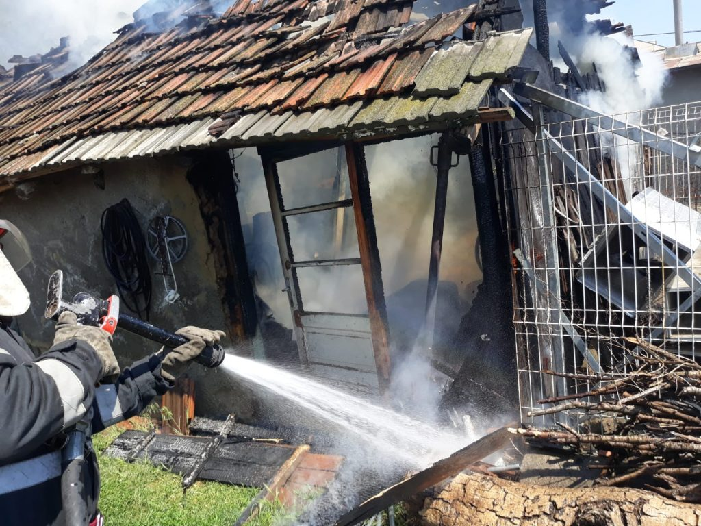 Incendiu la Măcin. Pompierii au intervenit la timp