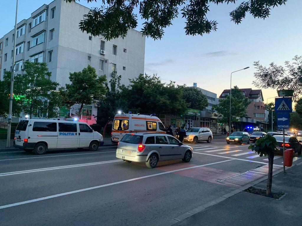 O femeie beată la volan a şifonat două maşini parcate, în Vest