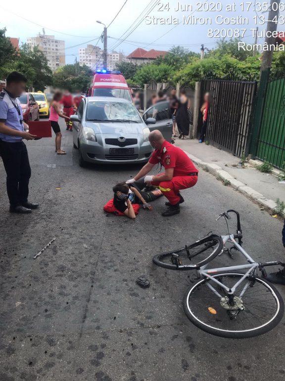 Biciclist de 14 ani lovit de maşină pe Miron Costin