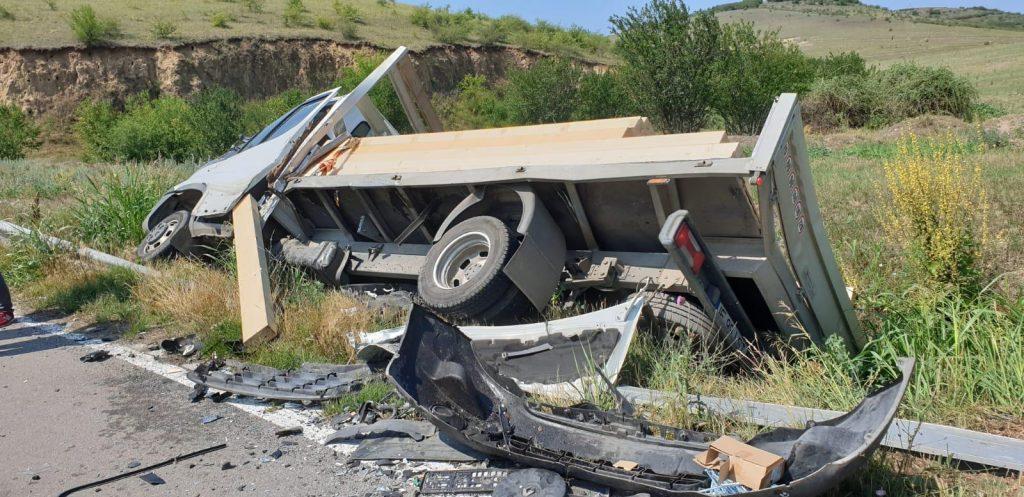 Accident între două autoutilitare între Beştepe şi Victoria