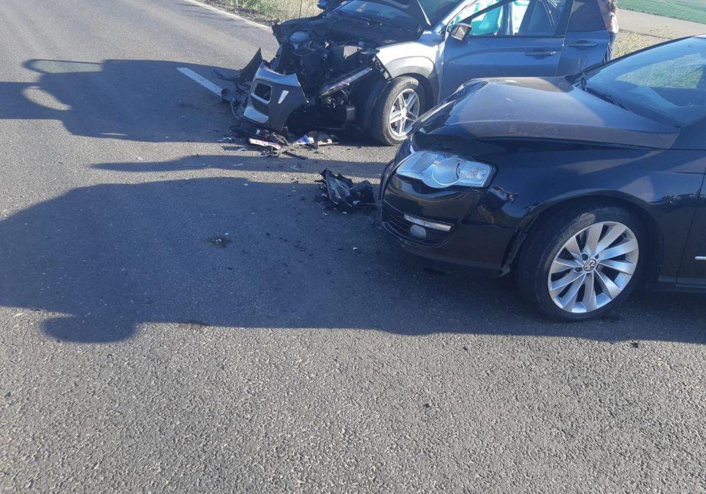 O șoferiță neatentă a băgat doi oameni în spital