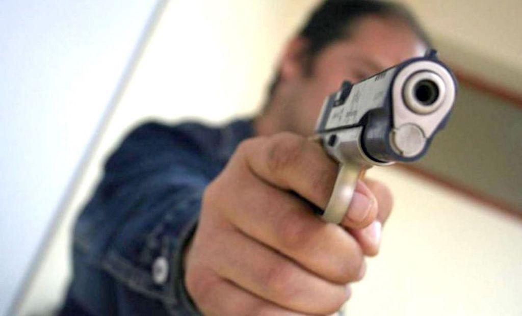 Jaf armat la o sală de jocuri din Greci. Atacatorul înarmat şi cu cagulă pe față a fugit cu 5000 de lei