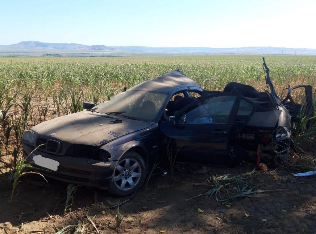 O femeie a murit şi un pasager e rănit grav într-un accident lângă Peceneaga