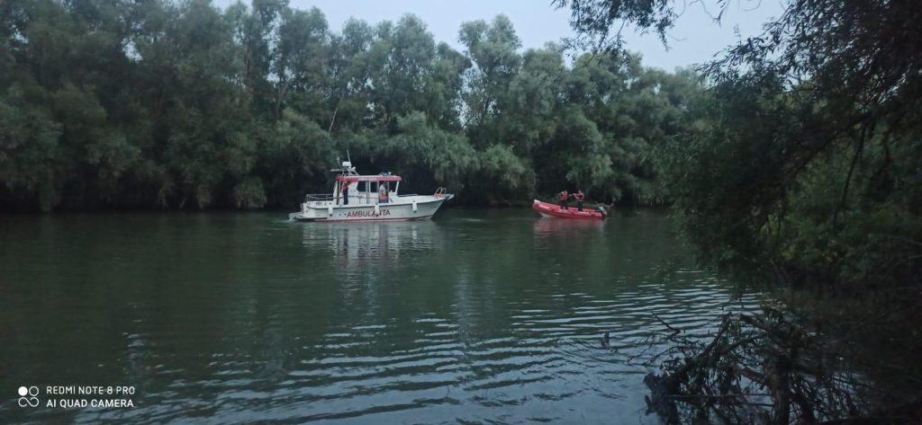 O persoană dispărută în deltă este căutată cu scafandri