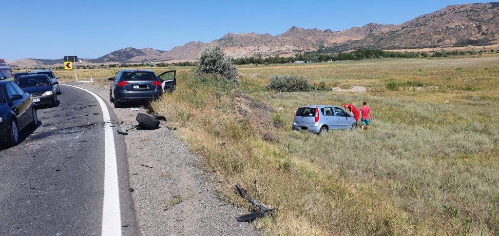 Accident cu trei mașini aproape de Carcaliu, cu trei persoane rănite