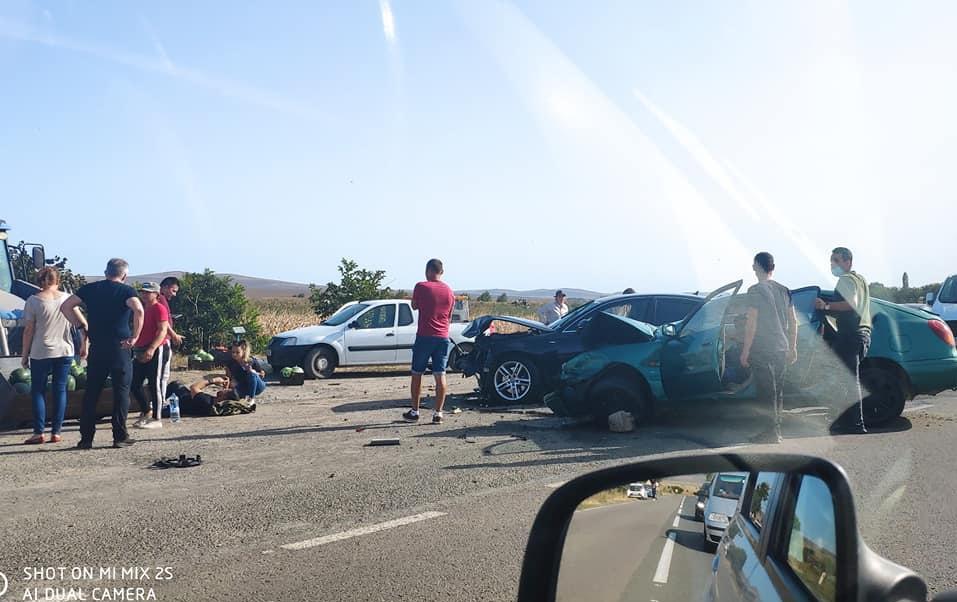 Accident teribil cu patru victime, din care două încarcerate. Patru ambulanțe prezente la eveniment