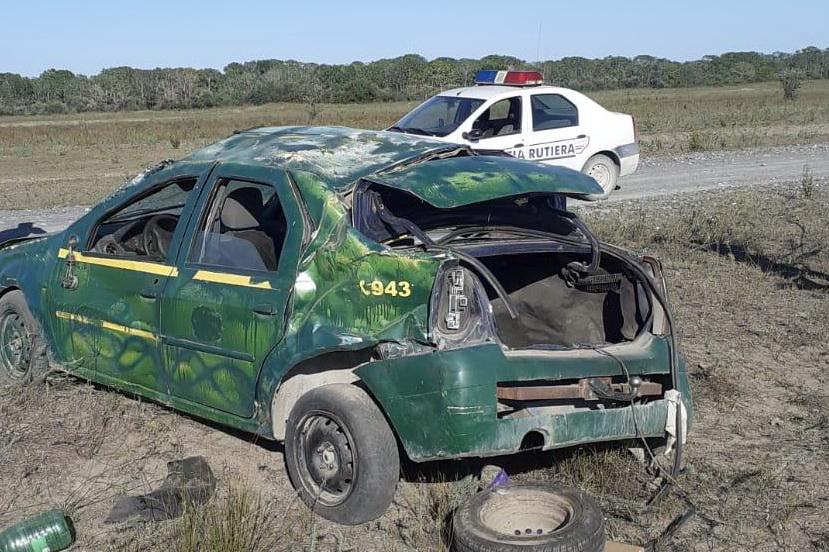 S-a răsturnat cu o mașină neînmatriculată, era băut și nu avea nici permis, la Cardon