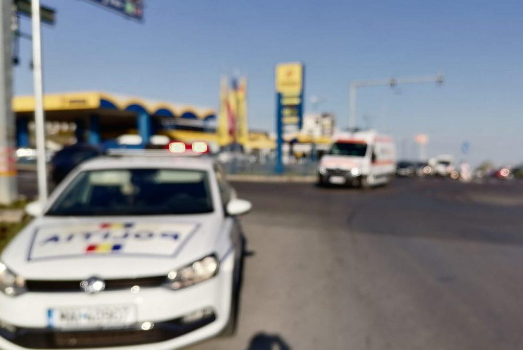 Ambulanță lovită în intersecție la PECO