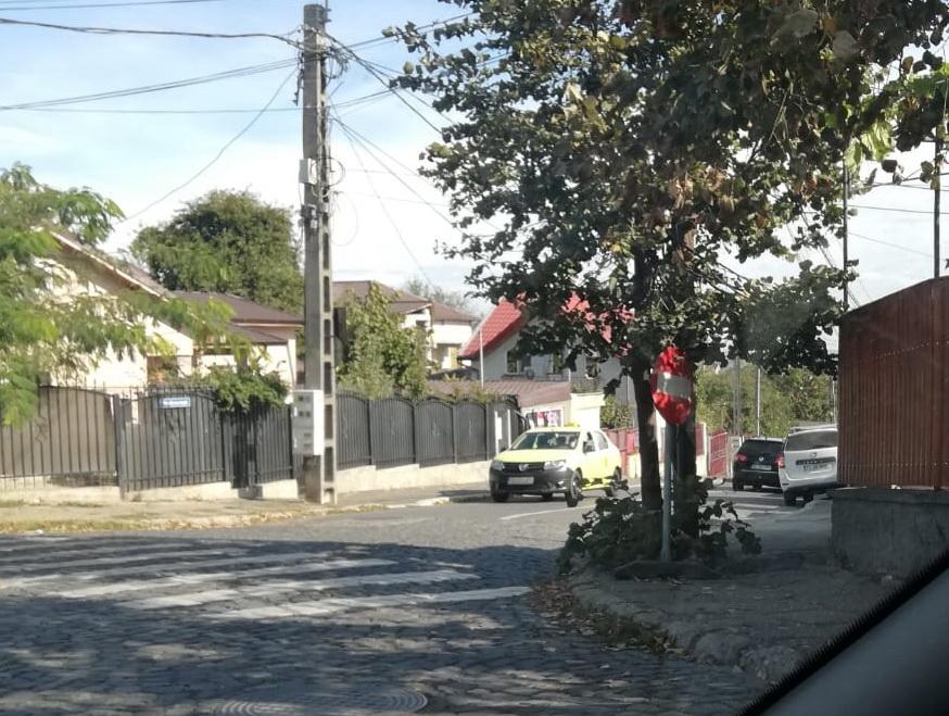 Semn rutier apărut din senin, pune în dilemă conducătorii auto din municipiu