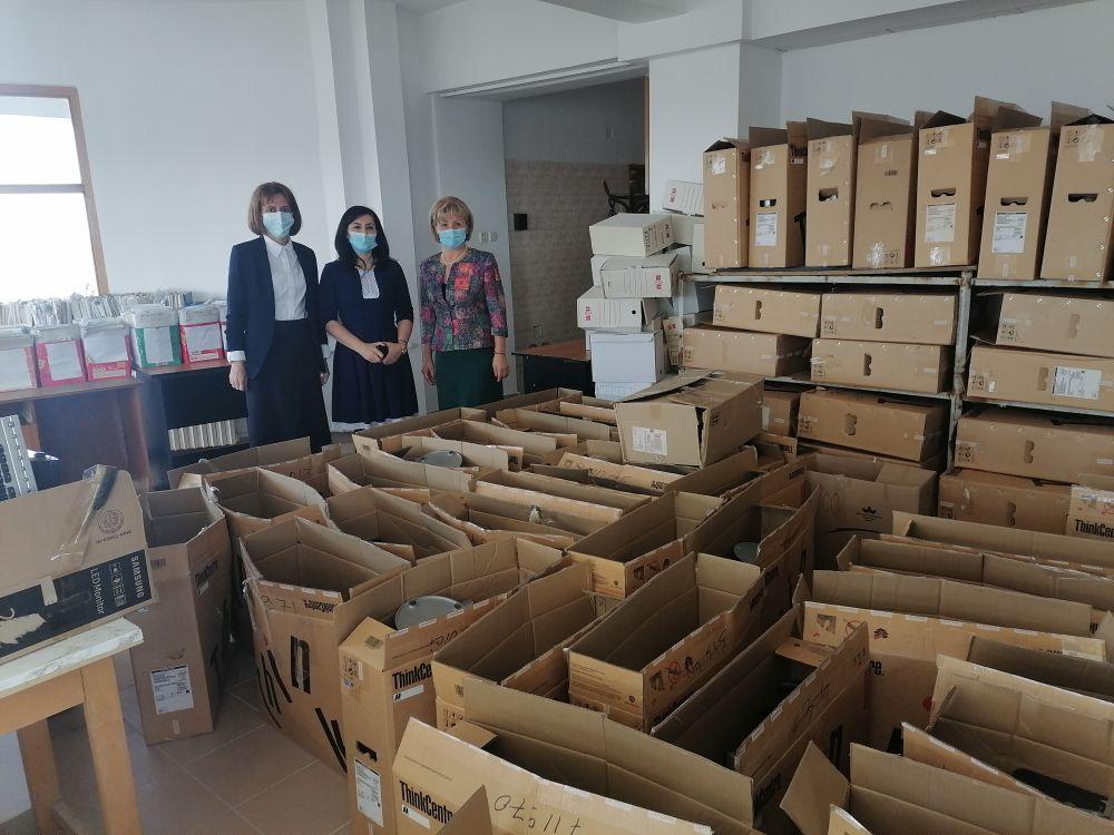 Peste 100 de computere donate de către ANAF Tulcea către şcolile din judeţ