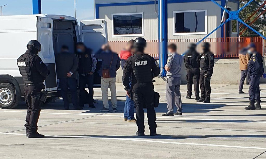 Trupele speciale ale poliţiei şi DIICOT acţionează la Vama Isaccea