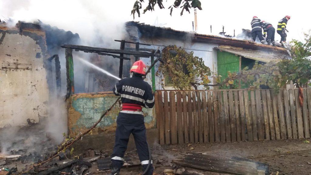 Incendiu la Lunca. Acoperişul unei case s-a făcut scrum