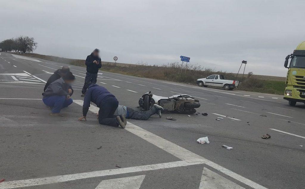 Accident la Două Cantoane. Un bărbat pe un scuter a fost accidentat