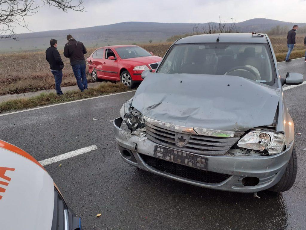 Doi copii şi trei adulţi răniţi într-un accident la ieşirea din M. Kogălniceanu