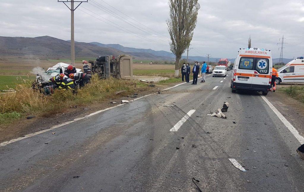 Un şofer a murit spulberat de un camion de mare tonaj