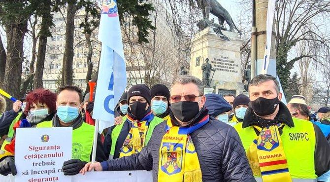 Protest la Cotroceni, sindicaliştii îşi cer drepturile. Bogdan Hossu, Cartel Alfa: În campanie au promis, acum au uitat sau au eliminat