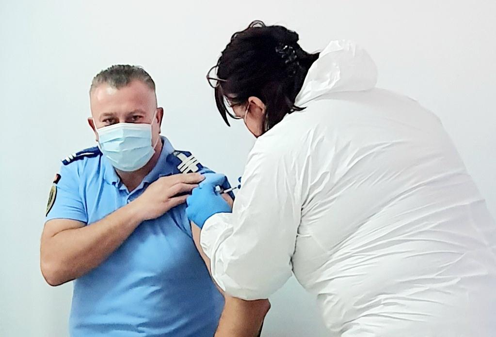 Şi jandarmii tulceni se vaccinează împotriva COVID-19