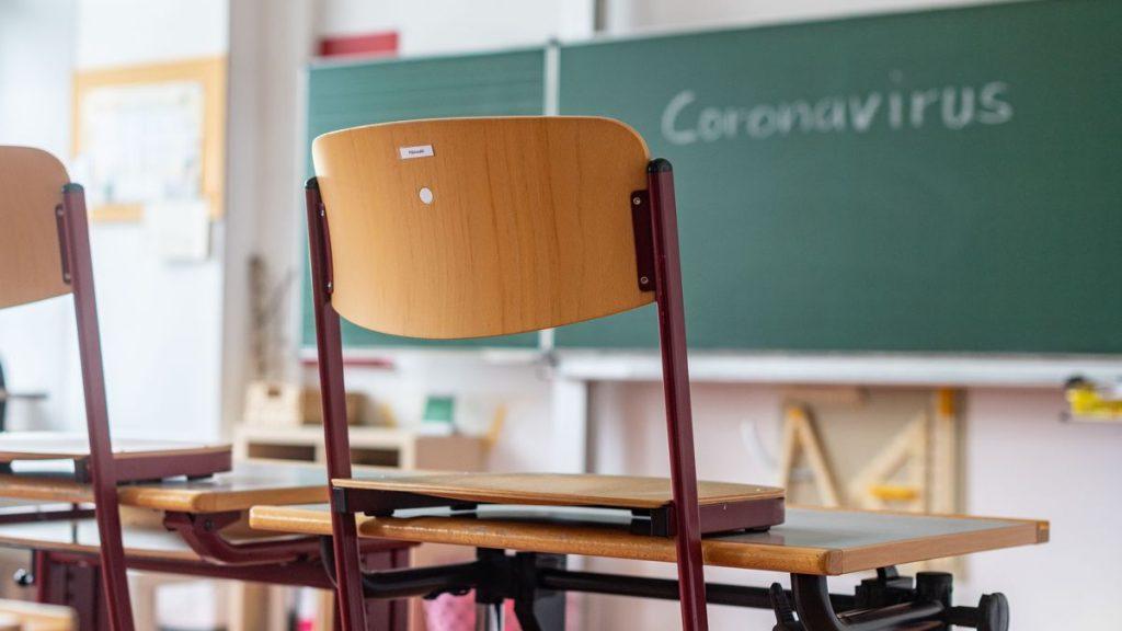 De LUNI - Municipiul intră în scenariul galben! Sunt mulți elevi care vor reveni la școala on-line