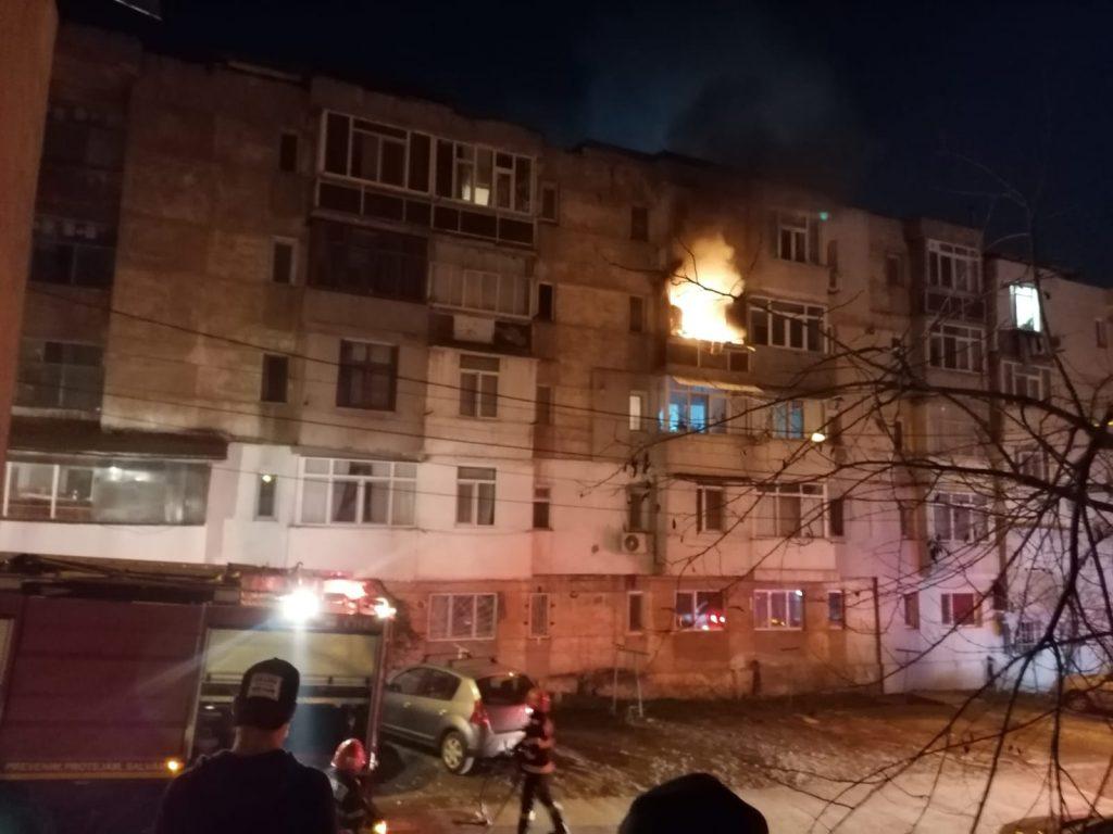 Incendiu in Dallas. Intervine ISU cu două mașini de stins și o autoscară