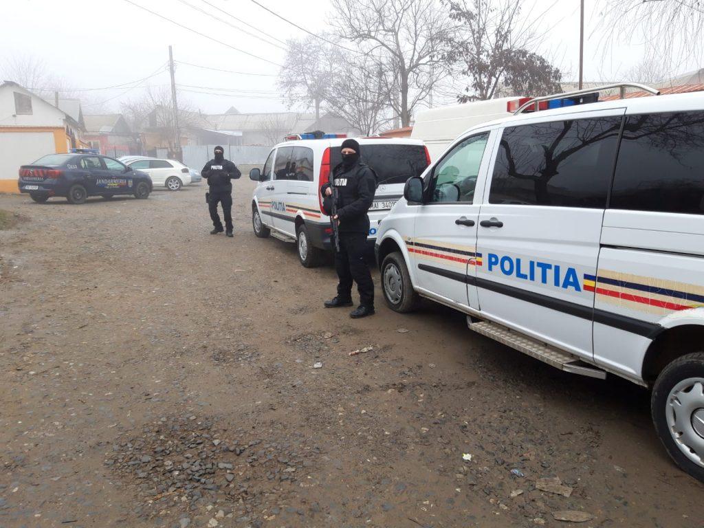 Doi spărgători de locuințe au fost ridicați de polițiști. Azi se așteaptă mandatele de arestare