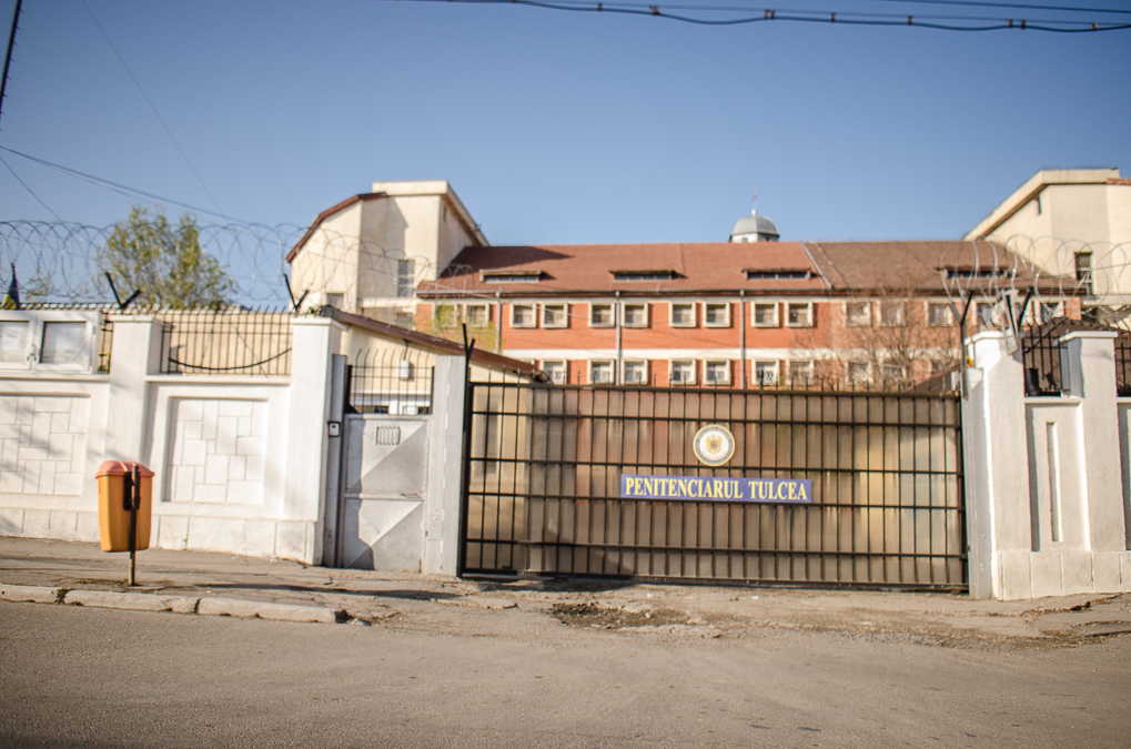 Un ofițer de la Penitenciarul Tulcea a fost reținut de DNA