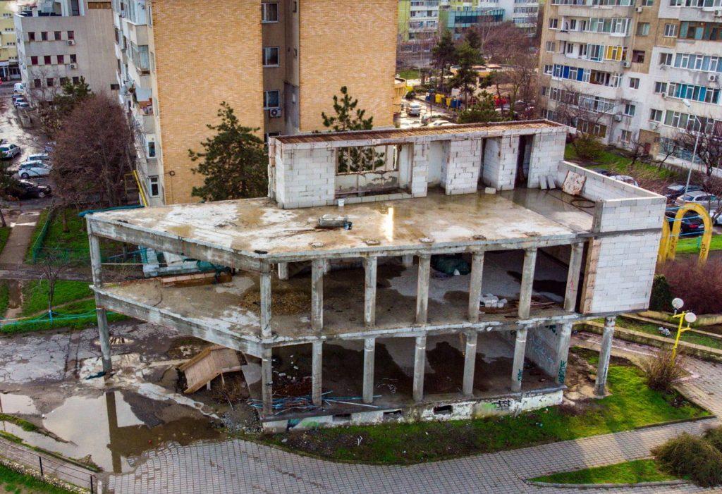 După ani de procese, o ruină poate deveni o clădire modernă. Primăria poate da