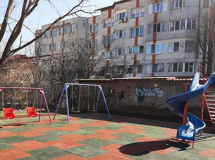 Încă un parc pentru copii a fost dat în folosinţă, pe strada Spitalului, la începutul acestei luni