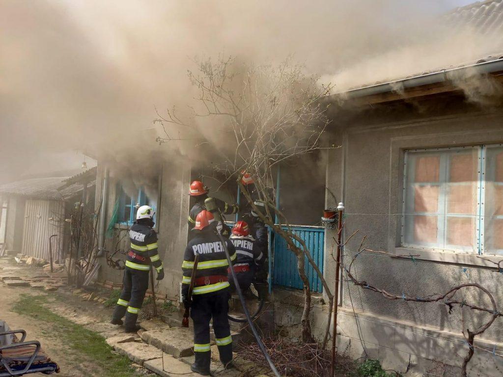 Foc la o casă din Slava Cercheză. Pompierii au intervenit la timp