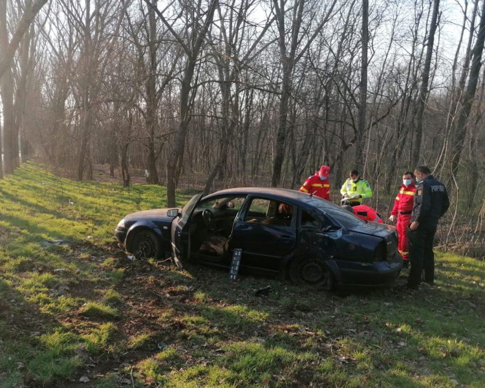 Accident pe drumul spre Agighiol, cu două persoane rănite